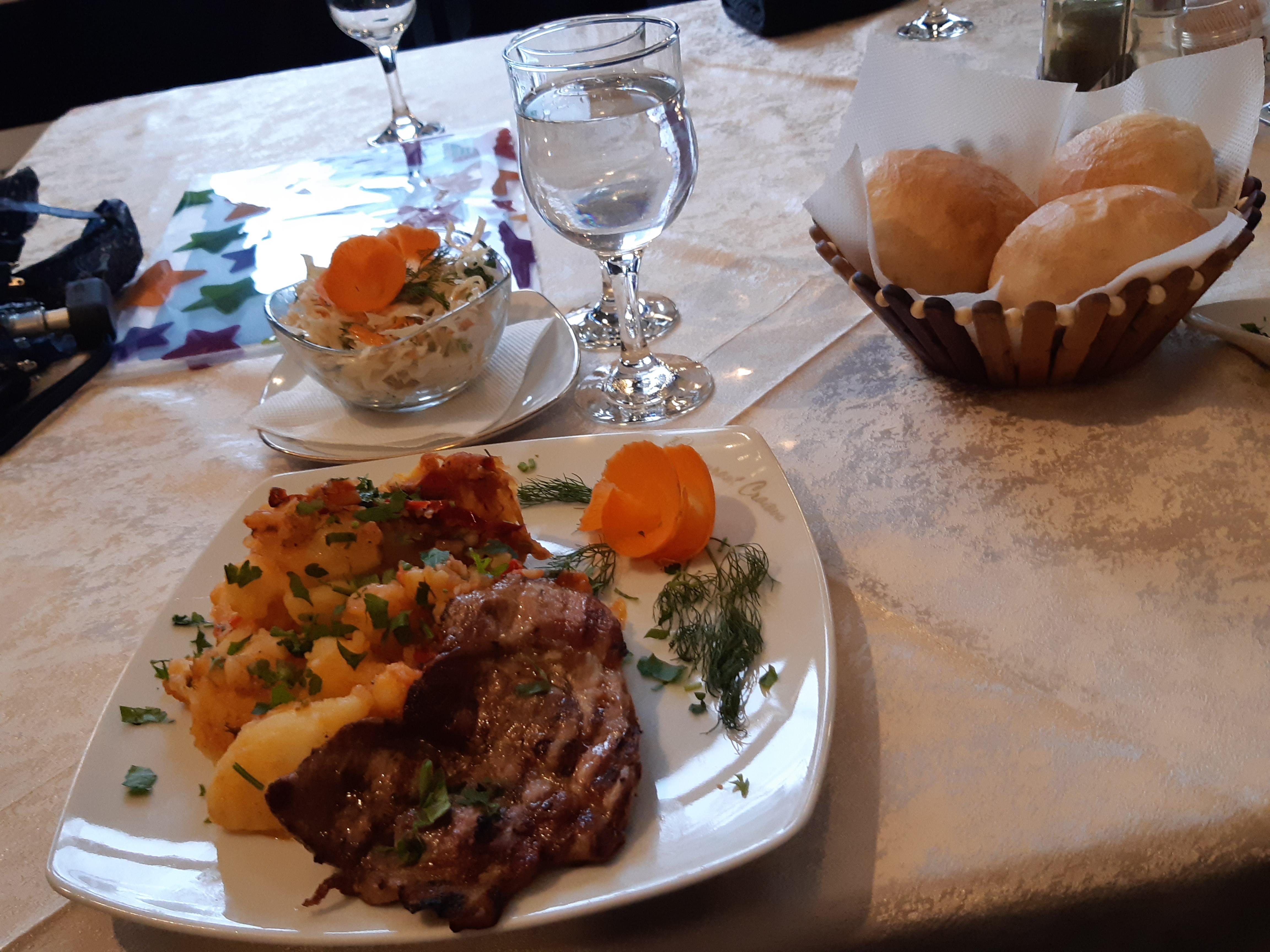 Cartofi taranesti si friptura de porc