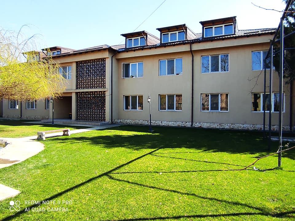 Meniul zilei Casa Dobrescu curte cu gazon